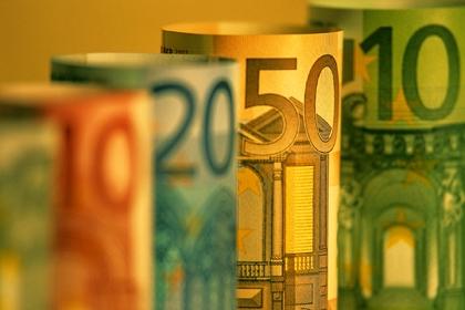 Euro mở ra trong bối cảnh tin tức nợ chung